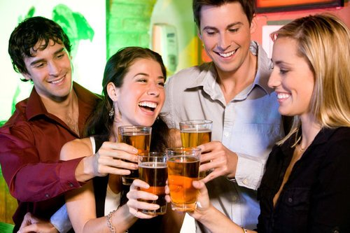 rsz_group-of-friends-at-bar